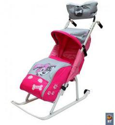 Санки-коляска RT Комфорт Люкс 11 Любопытный щенок с колесиками и муфтой до 50 кг розовый сталь
