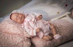 Arias ReBorns винил. новорождённый пупс 45 см., в одежде роз., похож на настоящего ребёнка, в кор.26*19*56,5 см.